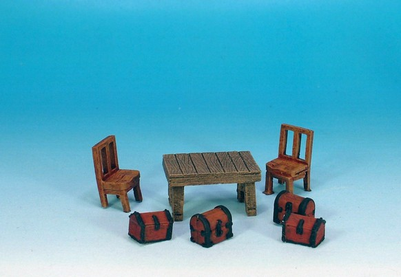 WLOA924: Siege equipment. Furniture and chests