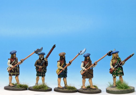 H004 Highlanders at the ready mixed weapons